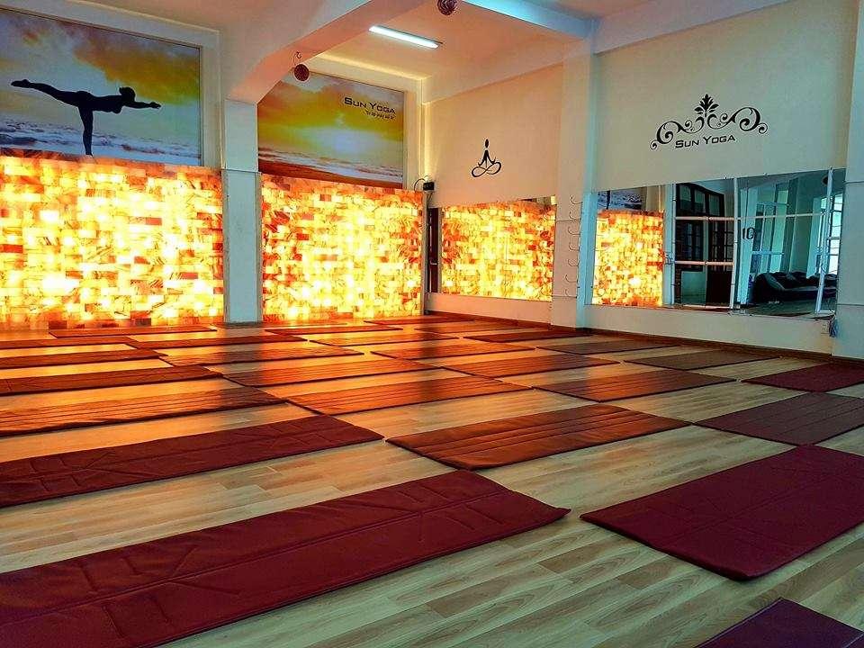 Phòng Yoga đá muối là gì? Vì sao Yoga đá muối là xu hướng thời gian tới